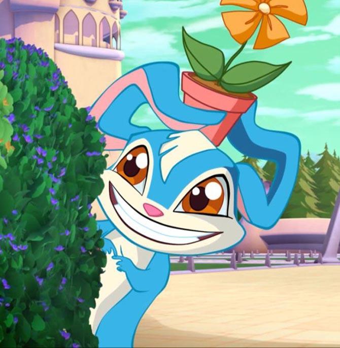 Кролик с цветком на голове.
