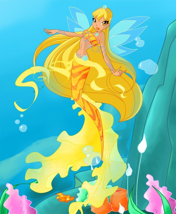 Стелла русалка плавает в океане.
